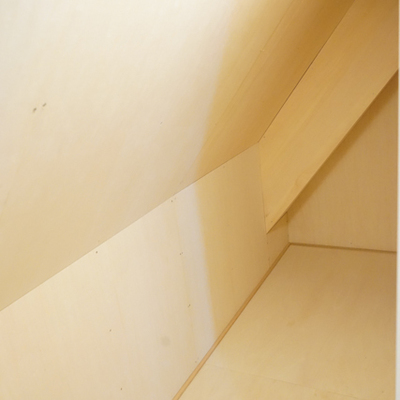 キッチン奥にも謎の大きな収納スペースあります。
