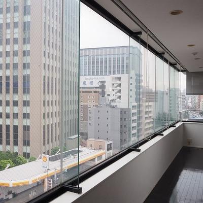 一面の窓からみる東京