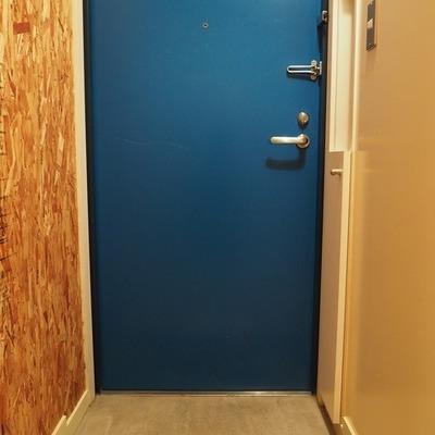 ドアはブルー!!!
