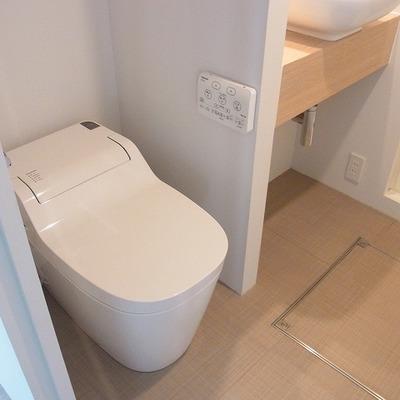 タンクレスのウォッシュレットトイレ!※画像は別室のものです