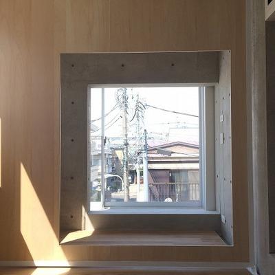 窓の向こうに窓、そして窓 ※写真は別部屋