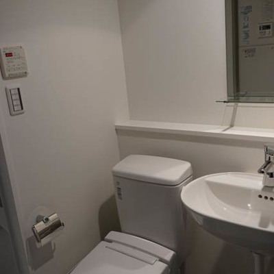すっきりトイレと、洗面台※写真は別部屋