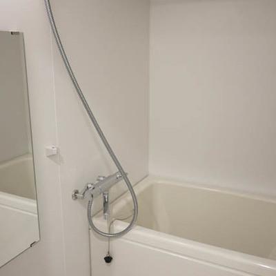お風呂広い。※写真は別部屋です。