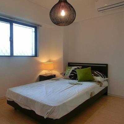 北向き明るい寝室。※画像は別室です