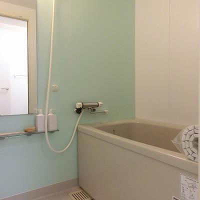 ライトグリーンがポイントのお風呂場。※画像は別室です