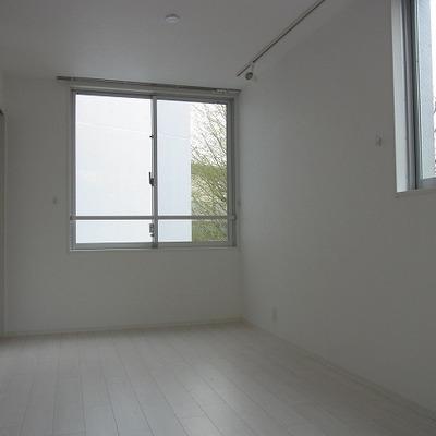 白を基調にしたお部屋です