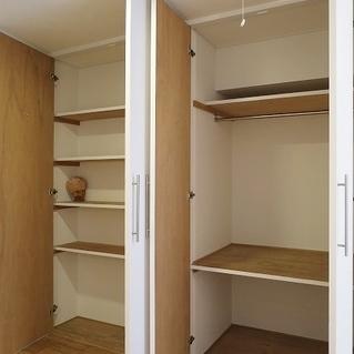 棚つきの収納スペースです。