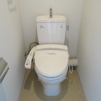 トイレは廊下のエリアにあります。