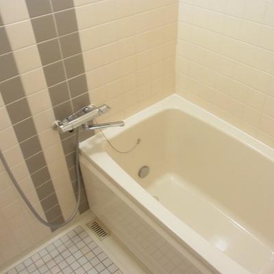 お風呂。ひろびろ。※写真は別室