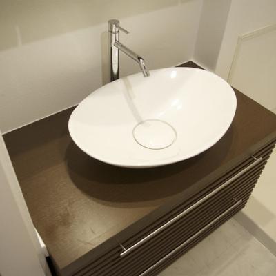 円いデザイン洗面台です