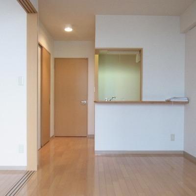 キッチン前も広くスペースを活用できます。