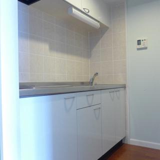 システムキッチンは2口IH、お掃除楽ちん♪