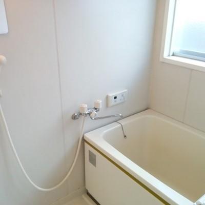 お風呂は新品ではないです ※写真は別部屋です