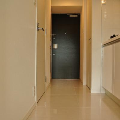 玄関と廊下はフロアタイル※写真は別部屋