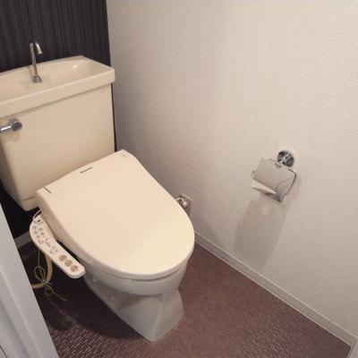 ウォシュレット付きトイレ(写真は別部屋です)