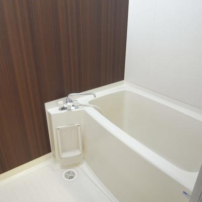お風呂はシンプル(写真は別部屋です)