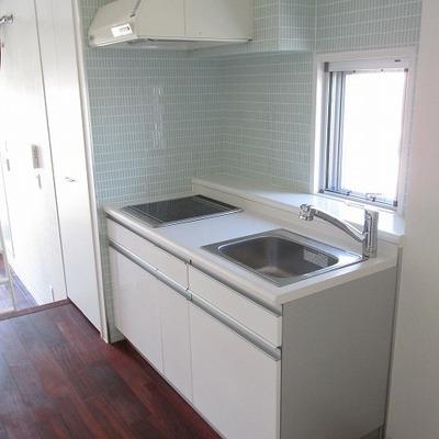 キッチンも広めです。一人暮らしには十分です。 ※写真は別部屋です。