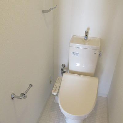 トイレは別です。 ※写真は別部屋です。