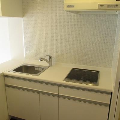 キッチンも広めです。一人暮らしには十分です。※写真は別部屋
