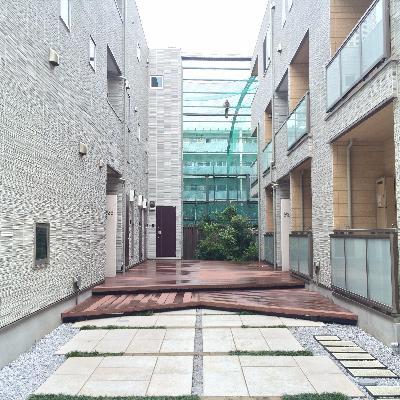 建物の入り口です、オシャレ