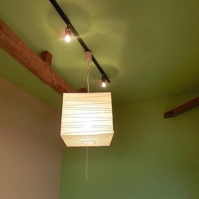 木造ならではの梁のあるお部屋