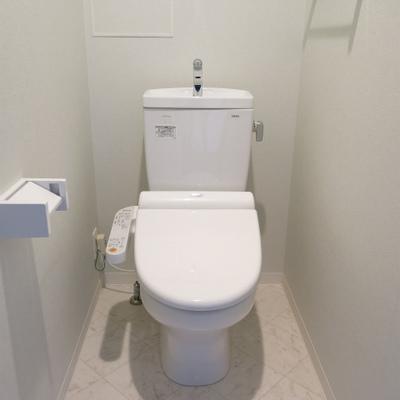 トイレ。ウォシュレットつきです。