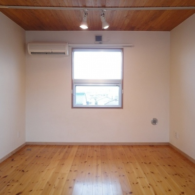 2階は10帖の広さ。※写真は別部屋です