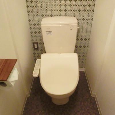トイレの壁紙もレトロで可愛い!