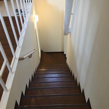 階段を下ってリビングへ。