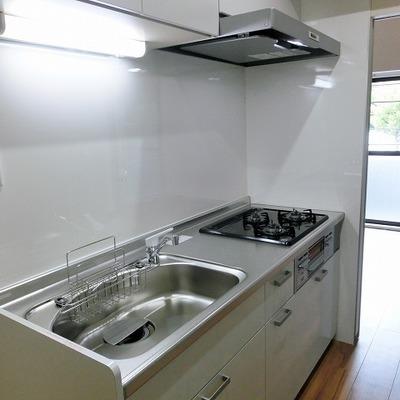 キッチンは充実の3口ガスコンロ!