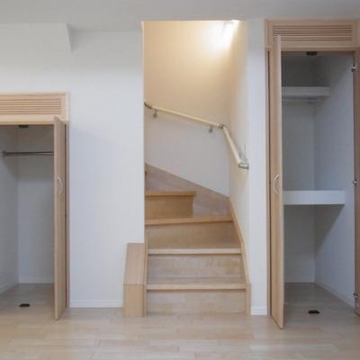 地下1階は収納×2!