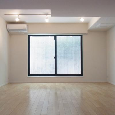 こちらは地下1階の洋室。ひろーい!