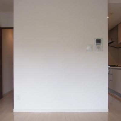 右がキッチン、左が廊下。