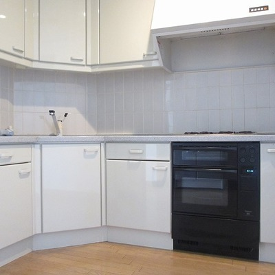 壁に沿ってまぁるくなったキッチン。かわいいです