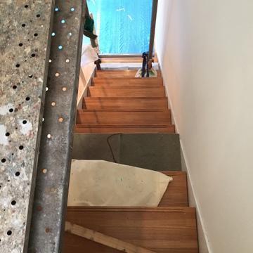 階段でB1へ※内装工事中
