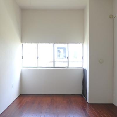 2階の洋室は光をたくさん取り込んでくれます