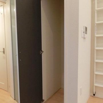 収納はこちら。※画像は同じ間取りの別部屋です