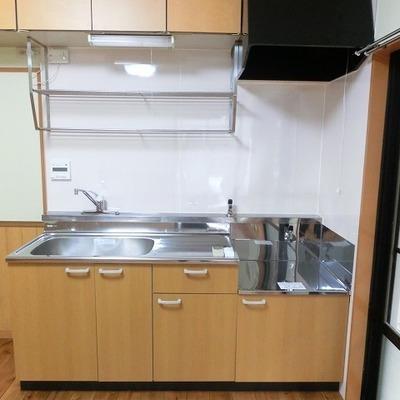 キッチンはガスコンロ別置きタイプです