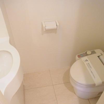 トイレは玄関のところに