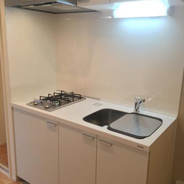 キッチンは二口ガス。