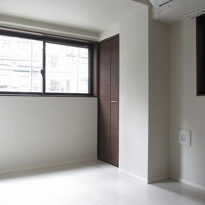 ミニマルな居室。