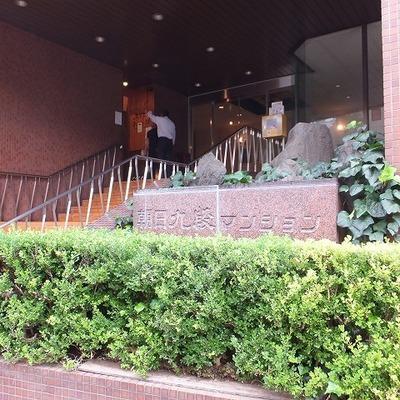 階段を登ってエレベーターのある階まで。