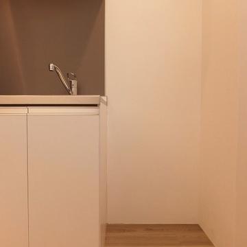 右が冷蔵庫置き場です。