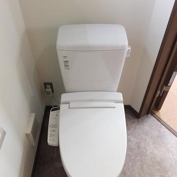 トイレと洗面台、洗濯機置き場は同室です。