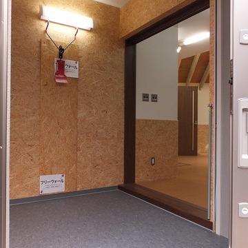 こちらは専用のエントランス。床は防水仕様です。