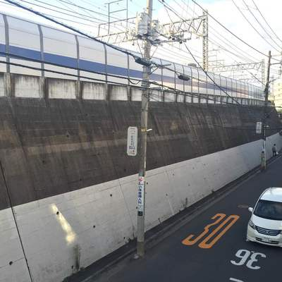 線路沿いですが、塀が高井ので、誰からも見えません!