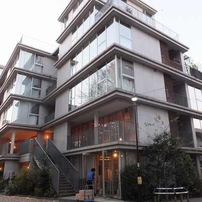 6階建てのデザイナーズマンション。