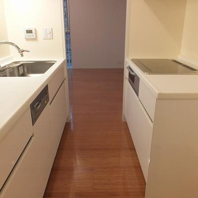 キッチンは作業スペースもたくさんあり使い勝手が良さそうです。