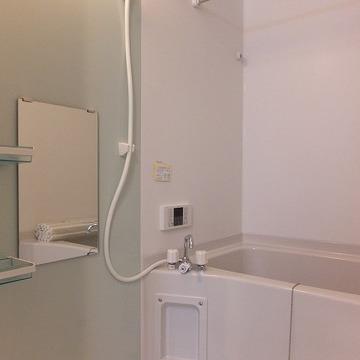 追い焚き・浴室乾燥機付き。