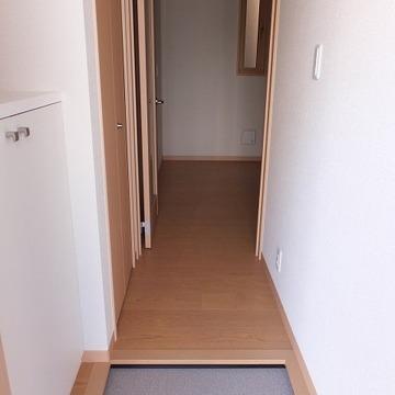玄関にも収納があります。